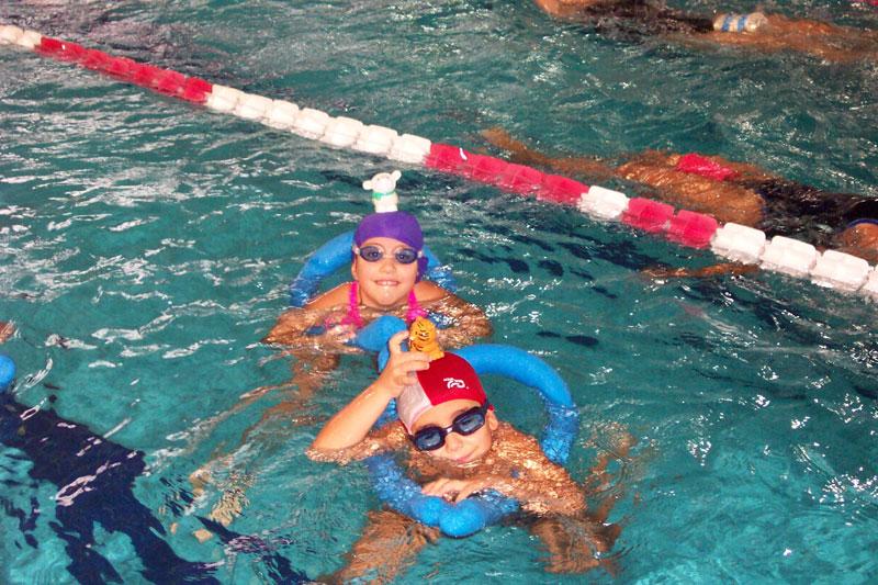 Nuoto bambini cascina 03 - Corsi per neonati in piscina ...